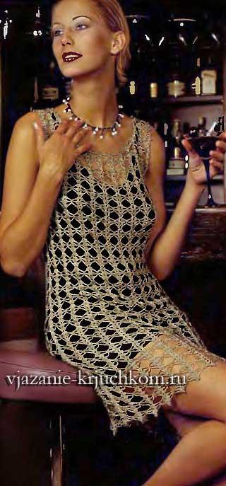 Нарядное вязаное платье серебристого цвета