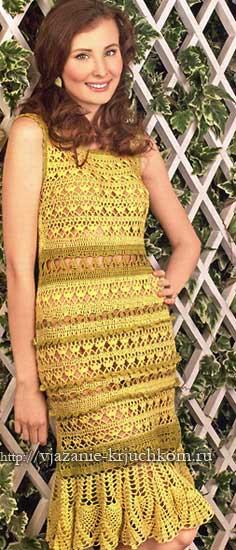 вязаное платье крючком с ажурными полосками