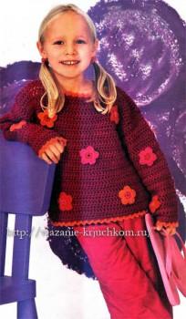 Вязаный пуловер для девочки с цветами